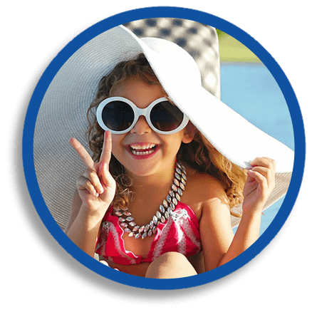 little girl wearing floppy hat giving peace sign