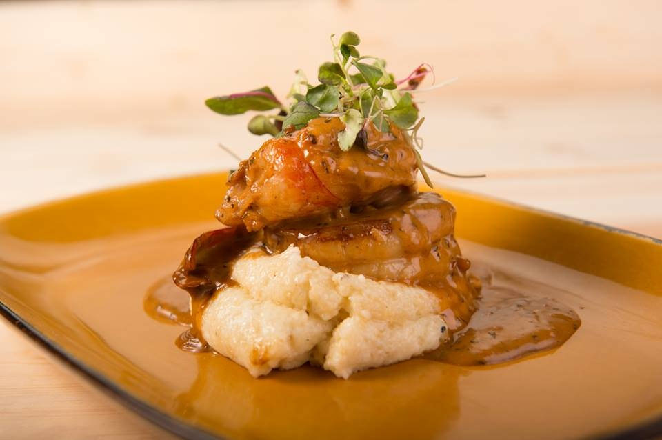 Shrimp and grits plate